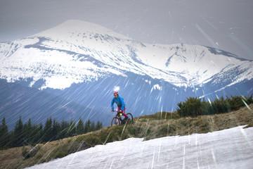Snowfall in the bike ride near Goverla