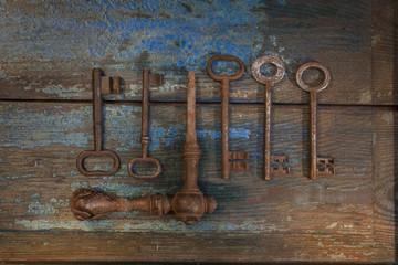 Alte Türschlösser und Schlüssel