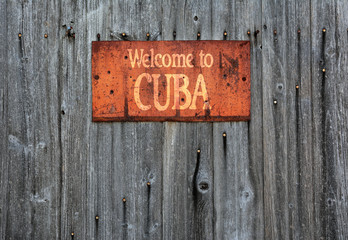 Rusty metal sign with the phrase: Welcome to Cuba.