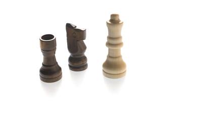 Schachfiguren, weiss, freigestellt auf weissen Hintergrund