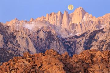 Wall Mural - Steaming sunrise in the Sierra Mountains, California, USA.
