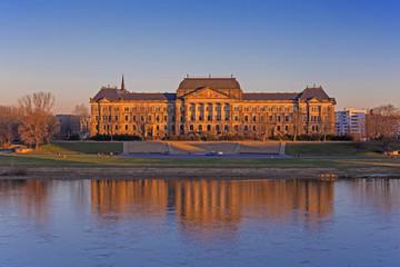 Blick auf das  Palais  Fürstenberg vom Brühlschen Garten