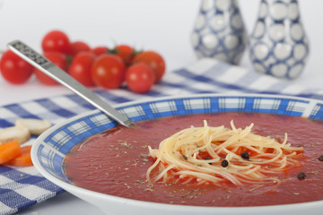 Tomato gazpacho soup with tomato and black pepper