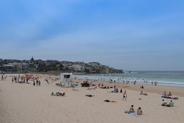 Blick über Bondi-Beach in Sydney zur Bucht in Richtung Meer