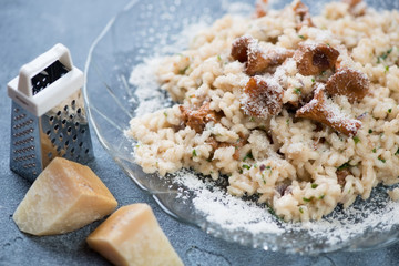 Close-up of risotto with chanterelle mushrooms and parmesan, selective focus