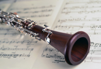 Clarinet on musical notes