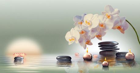 Wandbild mit Orchideen, Steinen im Wasser und schwimmenden Kerzen