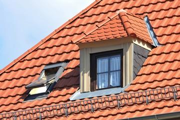Renovierte Dachgaube mit Naturschiefer-Verkleidung als Wetterschutz