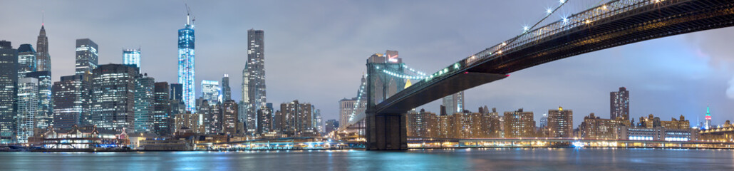 Printed kitchen splashbacks Brooklyn Bridge Brooklyn bridge and Manhattan glowing at night, New York City. Scenic panorama.
