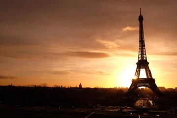 le moment de crépuscule à la Tour Eiffel, Paris, France