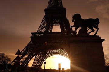 Pied de la Tour Eiffel à Paris