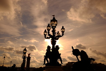 Le moment de coucher de soleil à Paris