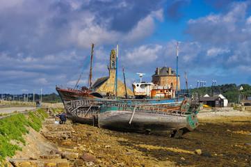Camaret-sur-Mer alte Fischerboote im Hafen, Bretagne - Old fishing boats in the port of Camaret-sur-Mer, Brittany