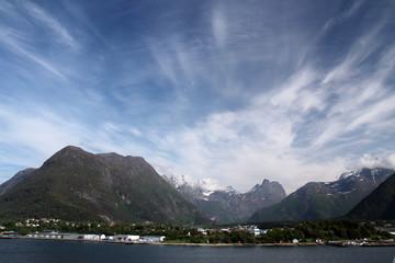 Berglandschaft auf dem Weg von Andalsnes nach Olden mit spektakulärer Wolkenbildung .Where: bei Olden, Norwegen.When: 30.05.2014.