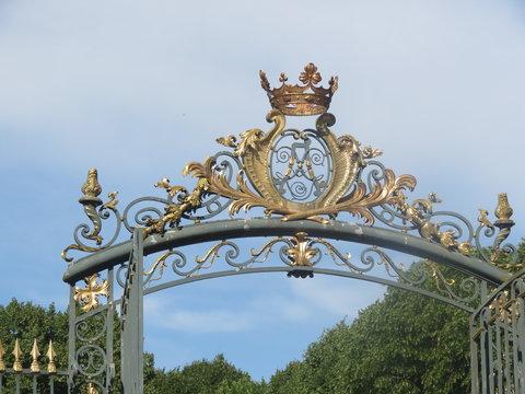 Essonne - Château de Chamarande - Couronne royale de la grille d'entrée