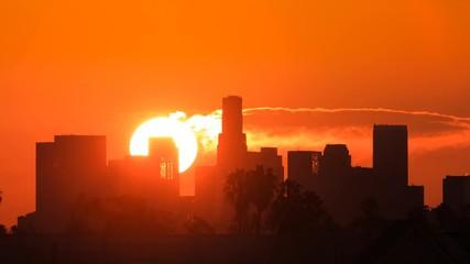 Fotobehang - Sunrise over downtown Los Angeles. Zoom in on city skiline. Timelapse.