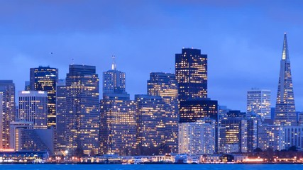 Fotobehang - Pan across San Francisco skyline buildings. Twilight city timelapse.