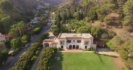 Fototapete - Aerial view of historic Wattles Mansion in Los Angeles, California. 4K UHD.