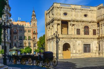 La pose en embrasure Palerme Spain Andalusia Sevilla old buildings coaches