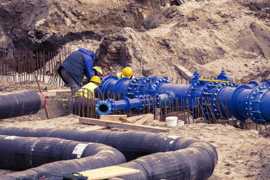 Construction workers laid water system pipeline 2