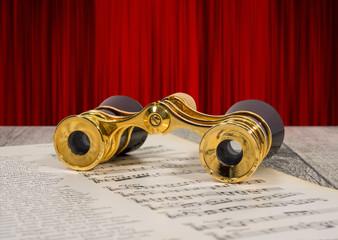 altes antikes goldenes opernglas, fernglas für oper