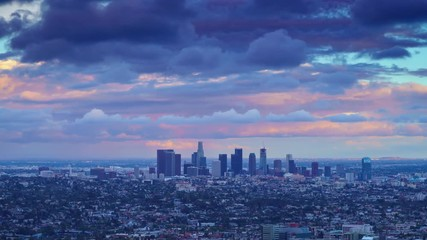 Fotobehang - Zoom in on city Los Angeles skyline changing from day to night. 4K UHD Timelapse