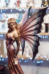 figurine d'elfe au marché
