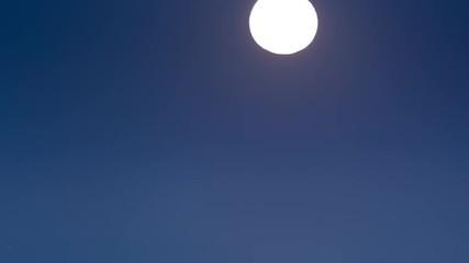 Klistermärke - Full moon rising above city of Los Angeles cityscape skyline. 4K UHD timelapse.