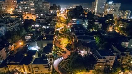Fotobehang - Dynamic vibrating animated timelapse Lombard Street traffic San Francisco night