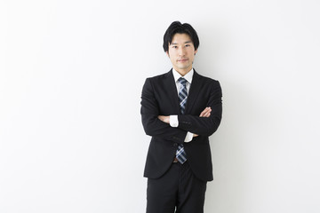 スーツ着用の若いビジネスマン