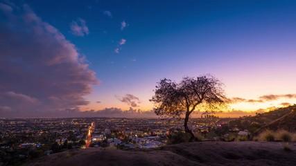 Fotobehang - Zoom in Los Angeles skyline sunset storm clouds 4K timelapse background