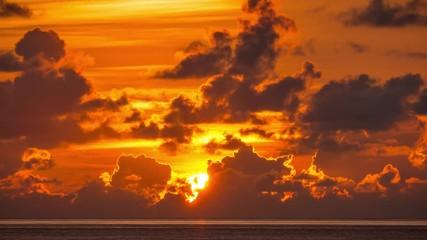 Fotobehang - Dramatic beautiful sunrise over ocean. 4K UHD Timelapse.