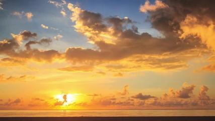 Fotobehang - Scenic sunrise over ocean in Hollywood, Miami, Florida.  4K UHD Timelapse