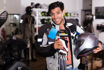 Man choosing moto gloves