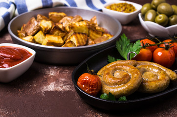 Round roast sausages with vegetables