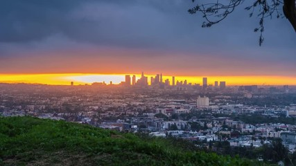 Fotobehang - Zoom out epic cloudy sunrise over city of Los Angeles cityscape skyline