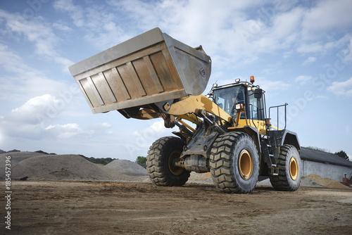Fototapete Excavator moving sand