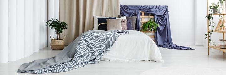 Dark blue accessories in bedroom