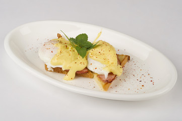 Eggs benedict.Toast with ham and eggs.