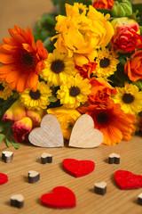Blumen und Herzen