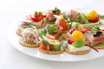 Spoed Fotobehang Voorgerecht Delicous assorted cnapes for festive appetizer