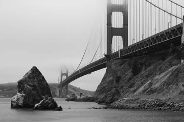 Blick von der Nordostseite auf die Golden Gate bei Hochnebel, s/w schwarz weiss.Where: San Francisco, USA.When: 06.07.2014.