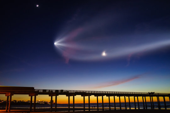 Falcon 9 flew over Scripps Pier at La Jolla shores