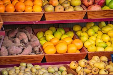 Obst und Gemüseauslage