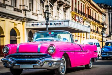 HDR - Amerikanischer pink Pontiac Cabriolet Oldtimer in Havana Cuba - Serie Cuba Reportage