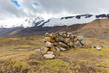 Fototapete - Stone wind shield wall glacier Cordillera Vilcanota mountains Peru.
