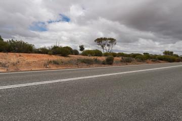 Blick über eine Straße im Outback von West-Australien