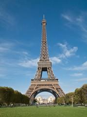 Tour Eiffel vue du champ de Mars