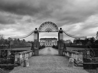 Portail d'entre de château en Anjou