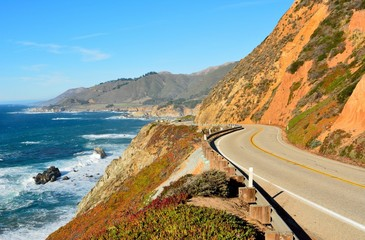 Fototapeten Küste Highway 1 running along Pacific coast in California.